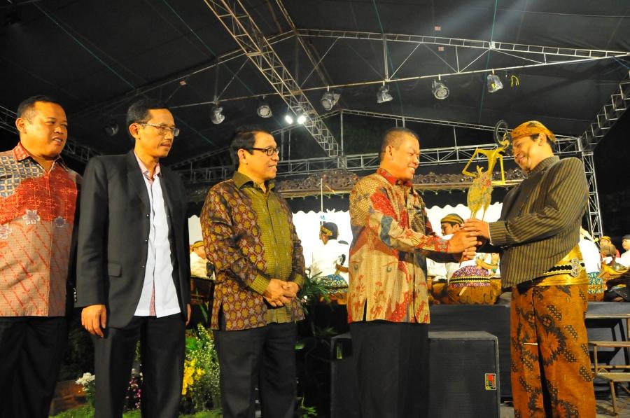Lestarikan Budaya Jawa, UIN Walisongo Gelar Wayang Kulit