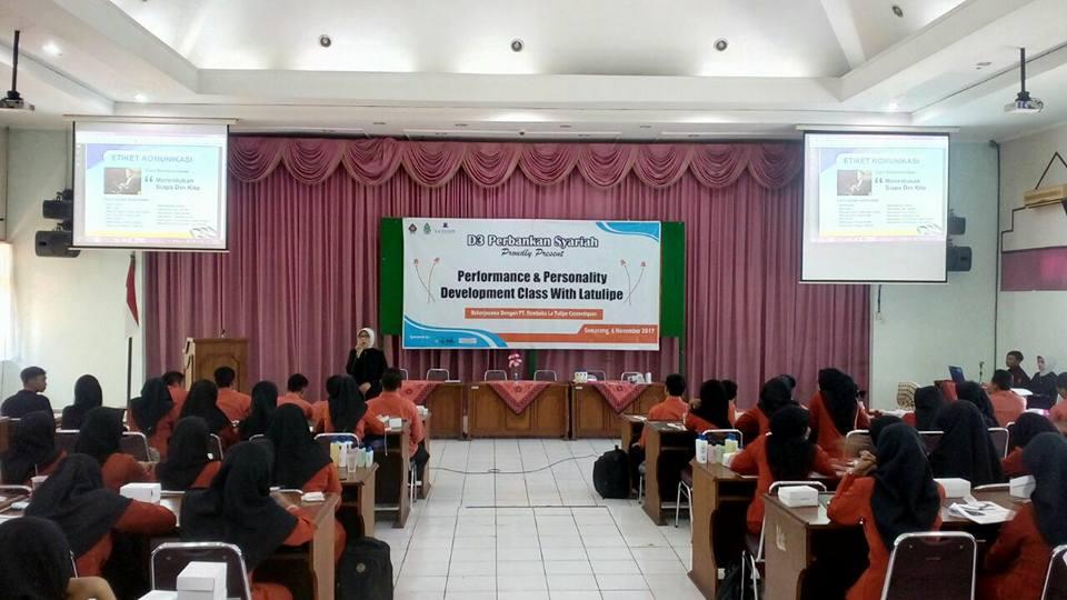 Performance & Personality Development Class Prodi D3 Perbankan Syariah