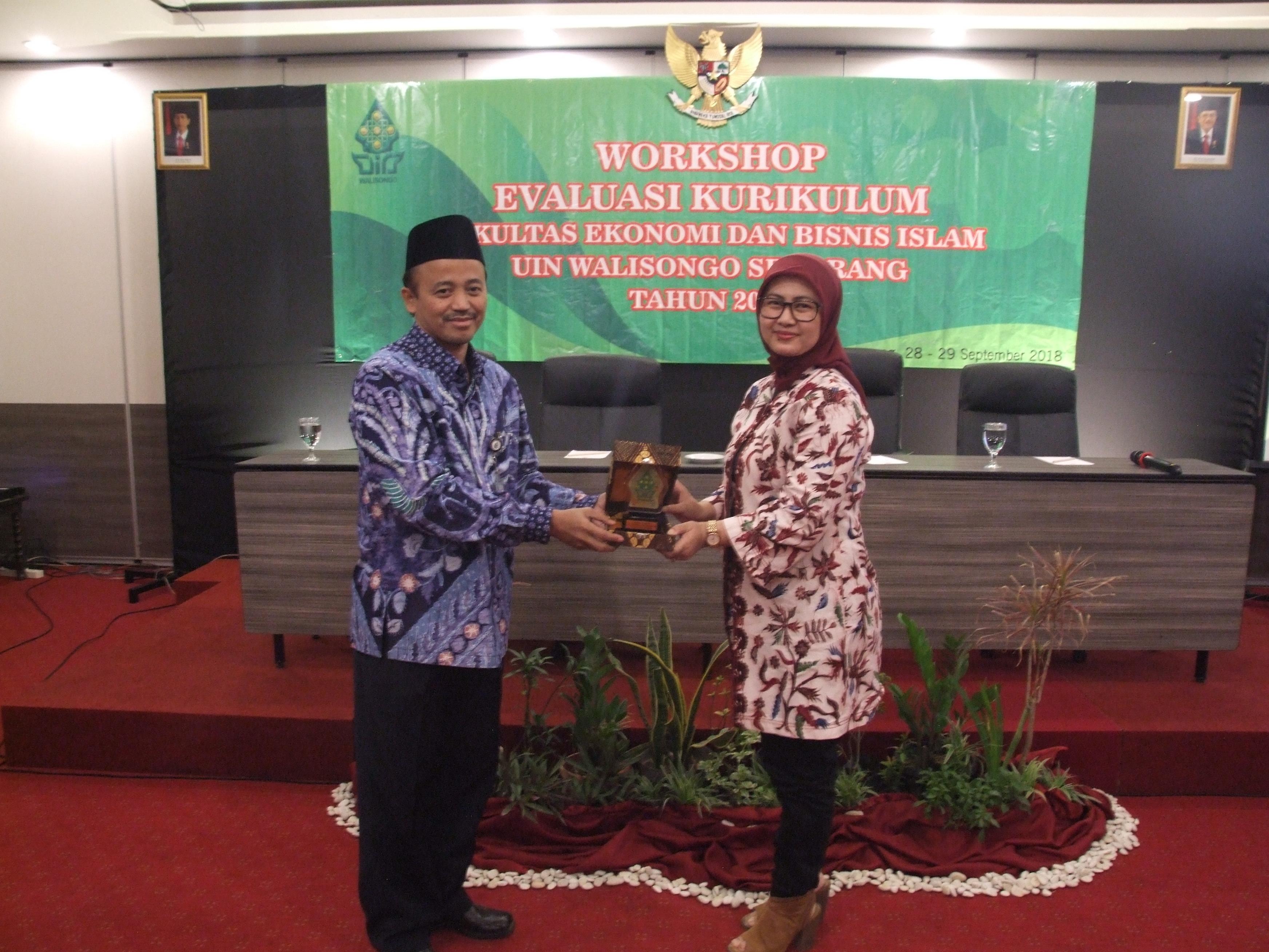 Fakultas Ekonomi Dan Bisnis Islam Selenggarakan Workshop Evaluasi Kurikulum 2018