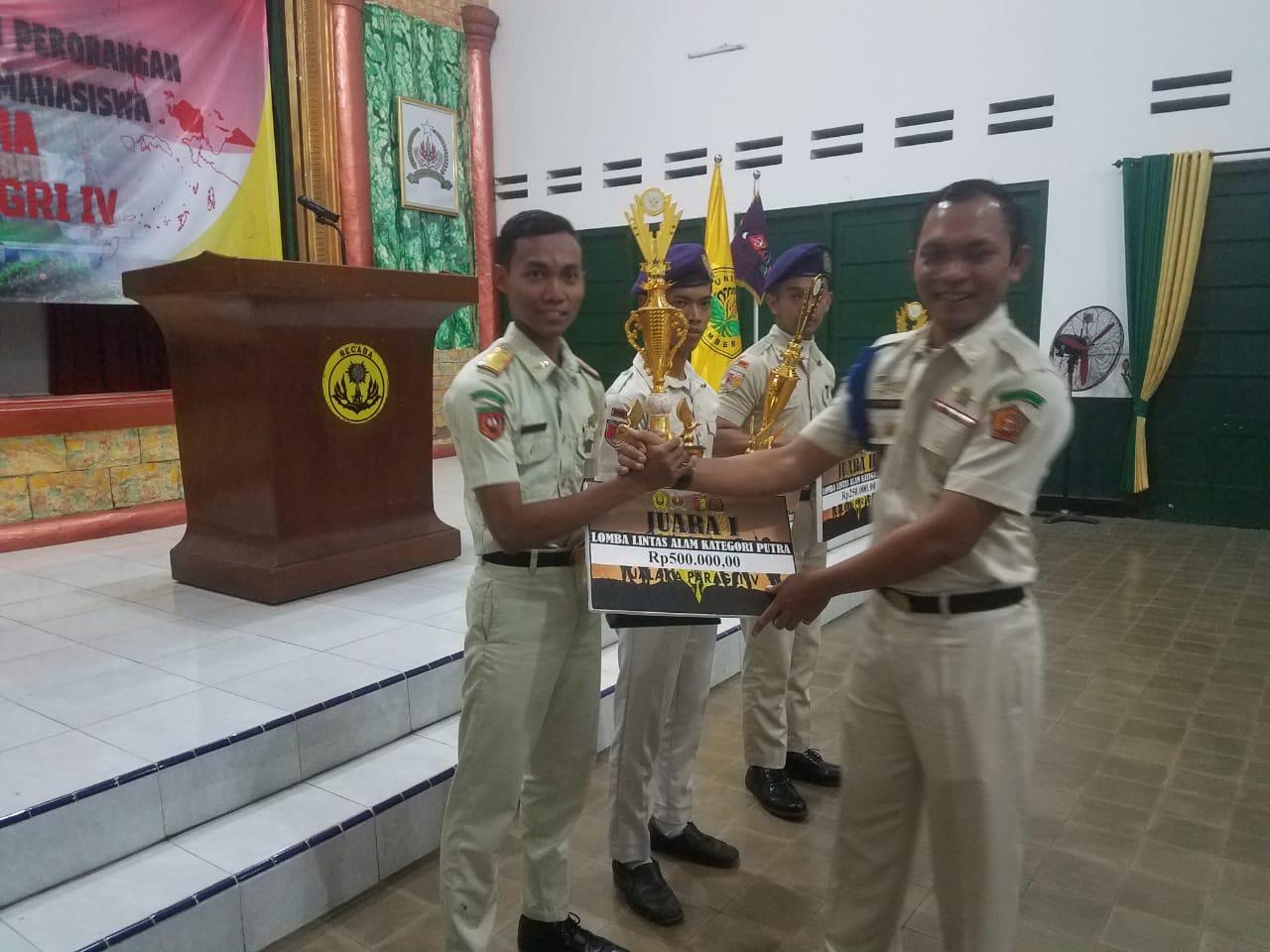 Mahasiswa FEBI Juara 1 Lomba Lintas Alam Resimen Mahasiswa Se Indonesia