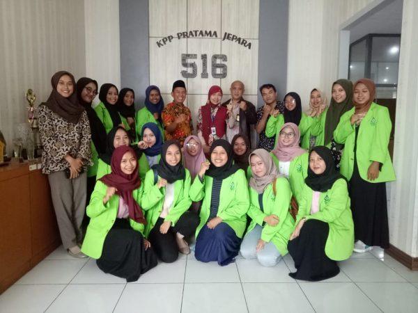 Bermarkas di Rumah Dinas KPP Pratama Jepara, 20 Mahasiswa Akuntansi Syariah Membantu Masyarakat dalam Melaporkan SPT Tahun 2019