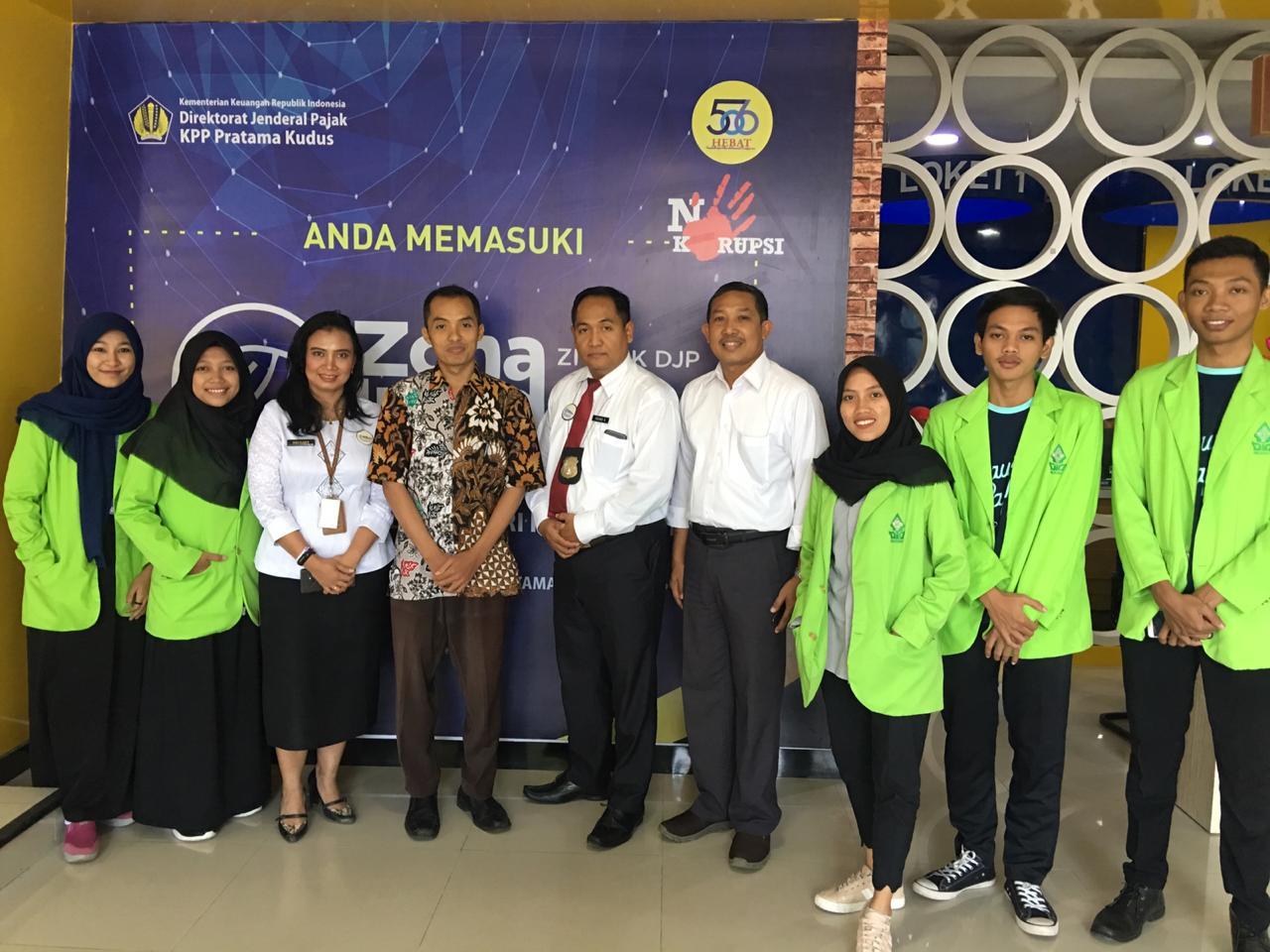 Bertempat di KPP Pratama Kudus, 9 Mahasiwa Akuntansi Syariah Membantu Masyarakat Kabupaten Kudus Melaporkan SPT Tahun 2019