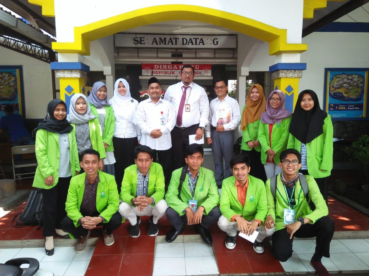 11 Mahasiswa Akuntansi Syariah Bantu Masyarakat Kabupaten Kendal melaporkan SPT di KP2KP Kendal