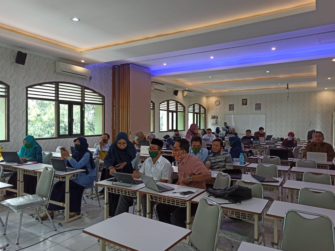Untuk Mendukung Kelancaran Proses Belajar Mengajar Di Tengah Pandemi Covid 19, FEBI UIN Walisongo Selenggarakan Pelatihan E-Learning