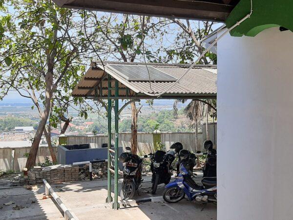 FEBI Merintis Penggunaan Energi Terbarukan untuk penerangan taman kampus